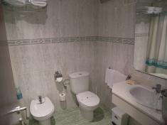 Aseo completo con bañera o ducha en todas las habitaciones